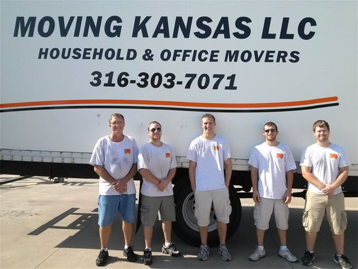 moving-truck-with-team